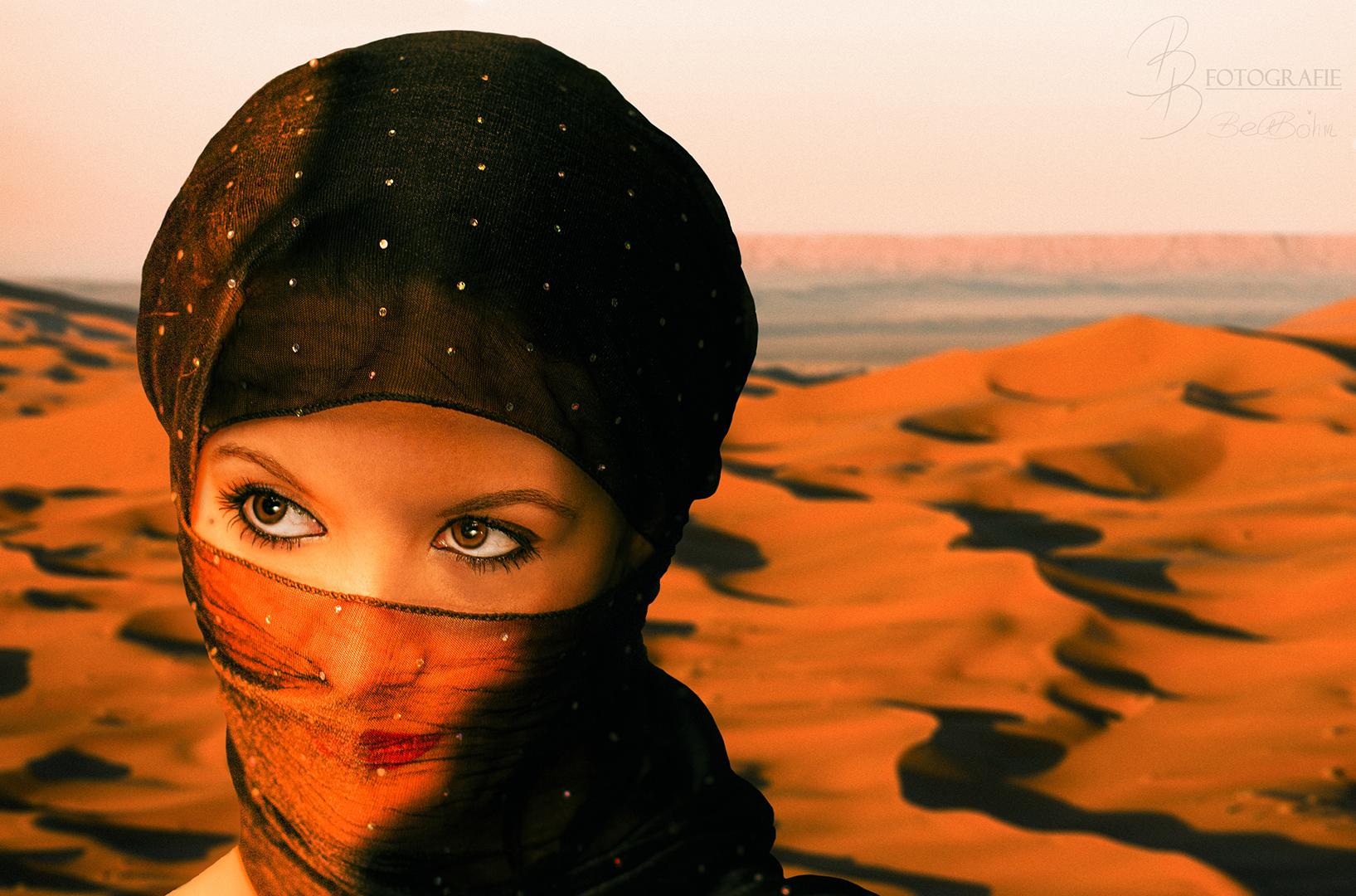 02 Frau in der Wüste