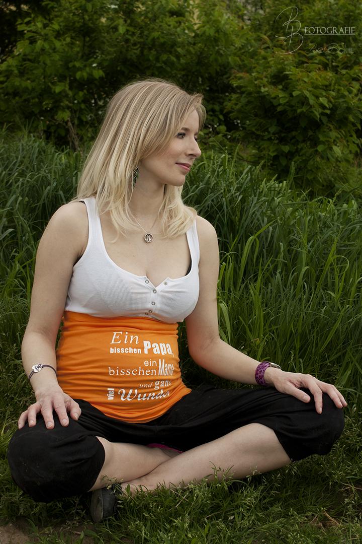 23 Schwangerschaftsshooting im Grünen