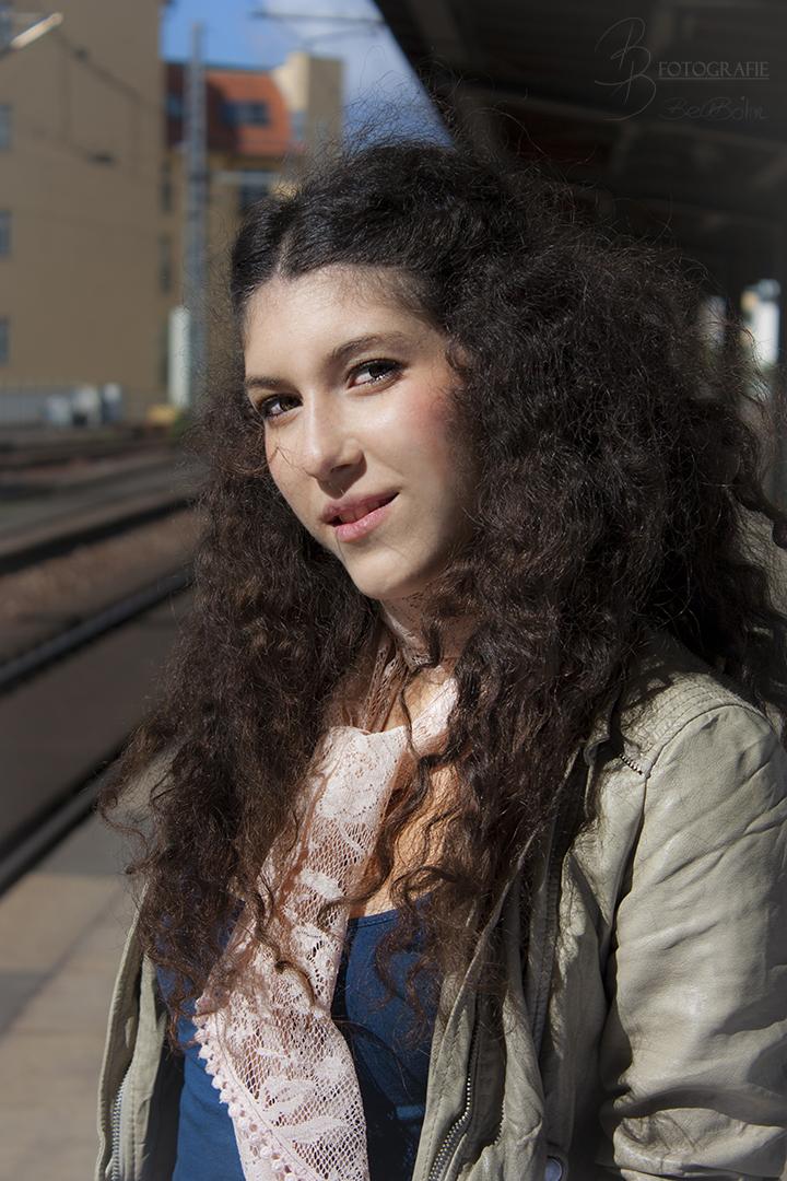 25 Portrait am Bahnhof