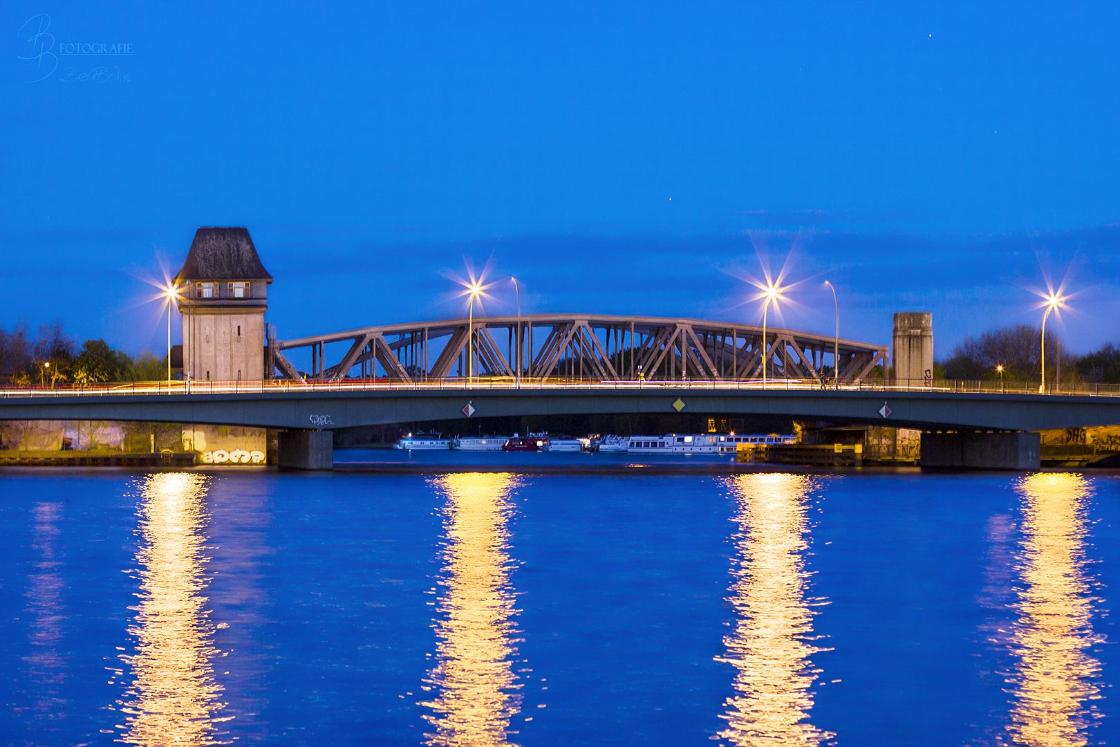 03 Berliner Elsenbrücke zur blauen Stunde