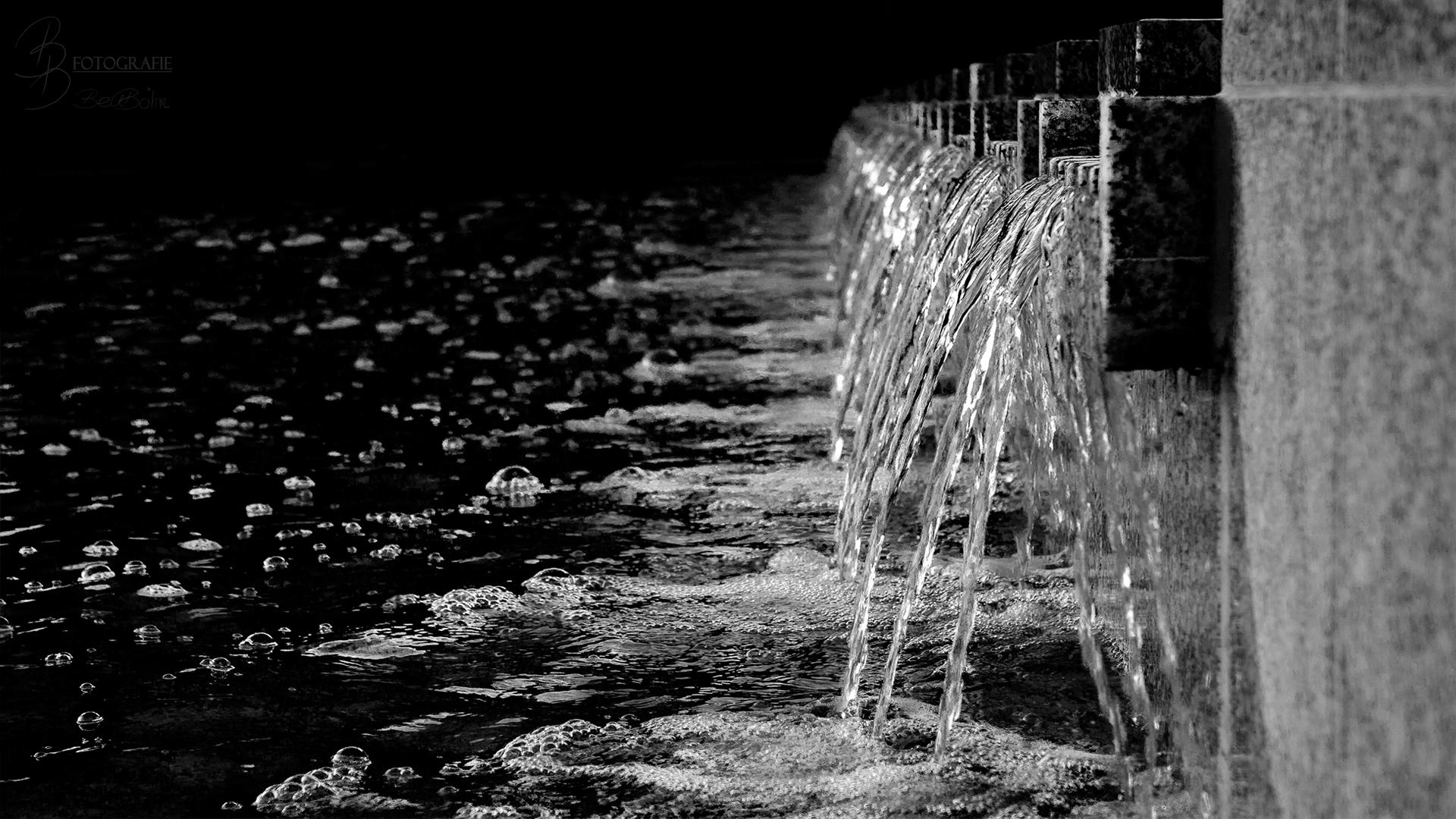 04 Berliner Wasserkaskaden am Fernsehturm 1