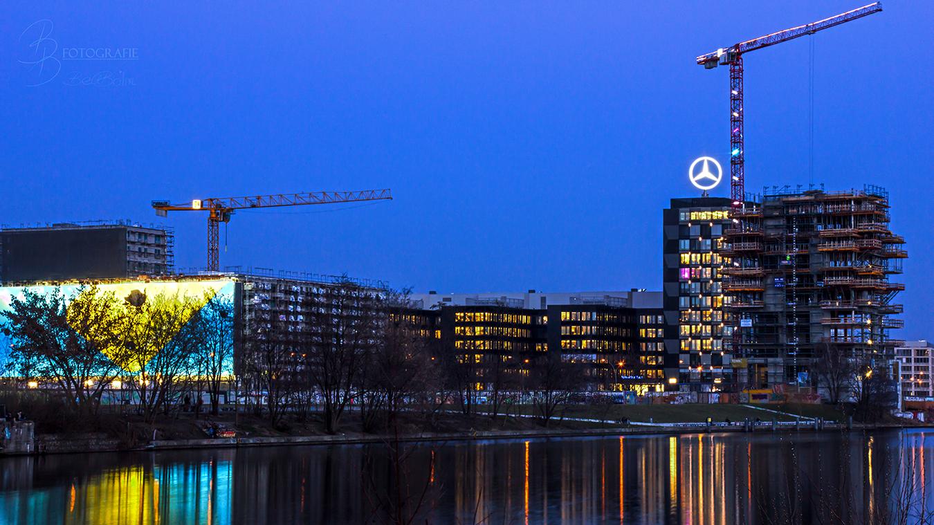 15 Baustelle Berlin zur blauen Stunde