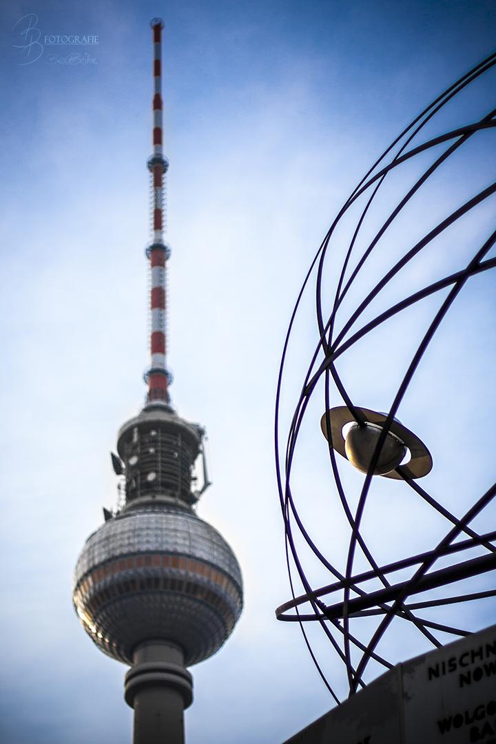16 Fernsehturm und Weltzeituhr Berlin