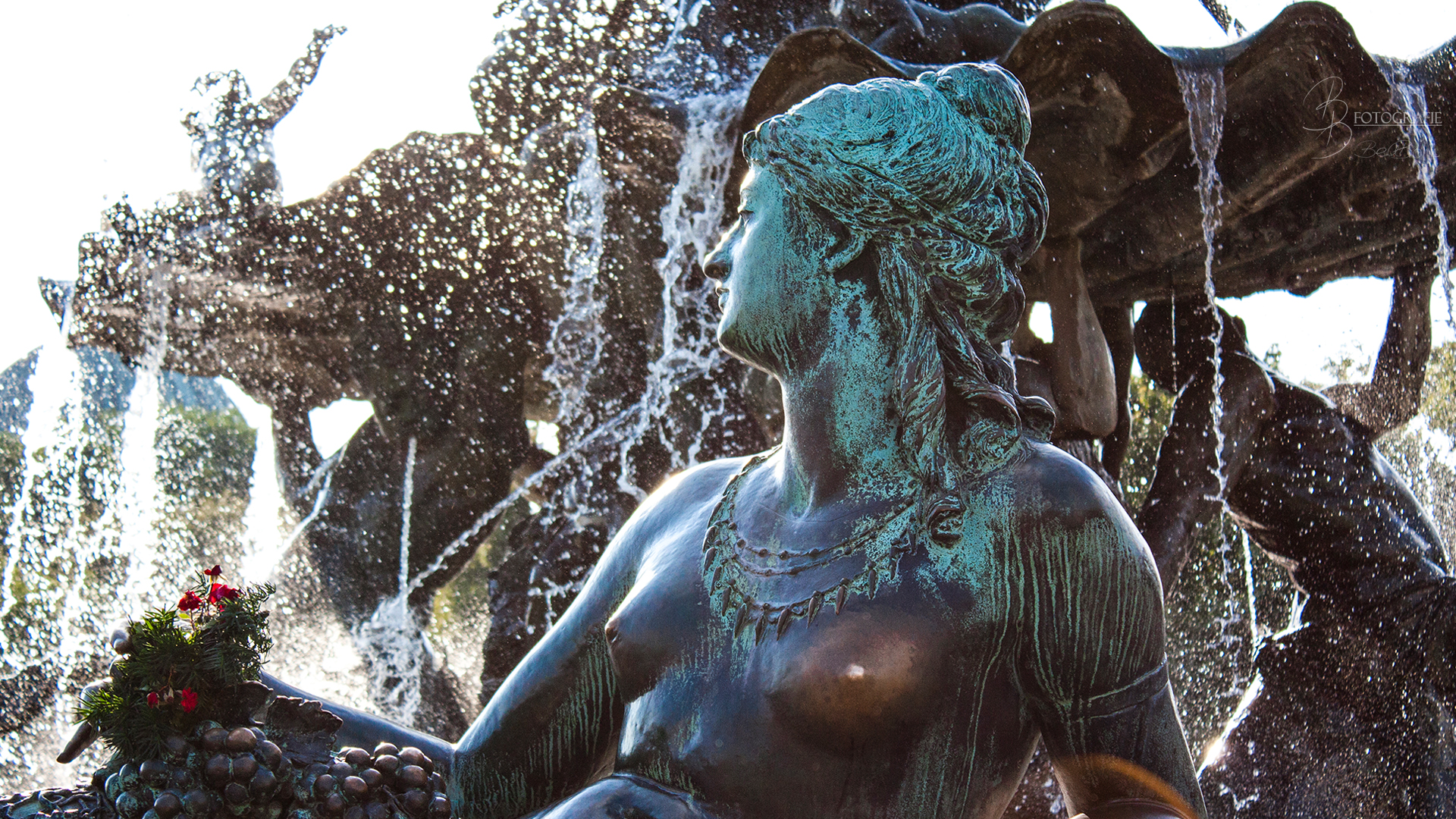 17 Schönheit am Neptunbrunnen Berlin