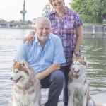 3 Shooting mit Tina, Rolf und den Huskies - Familienportrait am Wasser