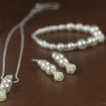 Brautschmuck Set aus Perlen, Strasselementen und Rosenverzierungen in 925er Silber von JDUnikat Schmuckdesignerin Jana Drange, Schmuck handmade aus Berlin