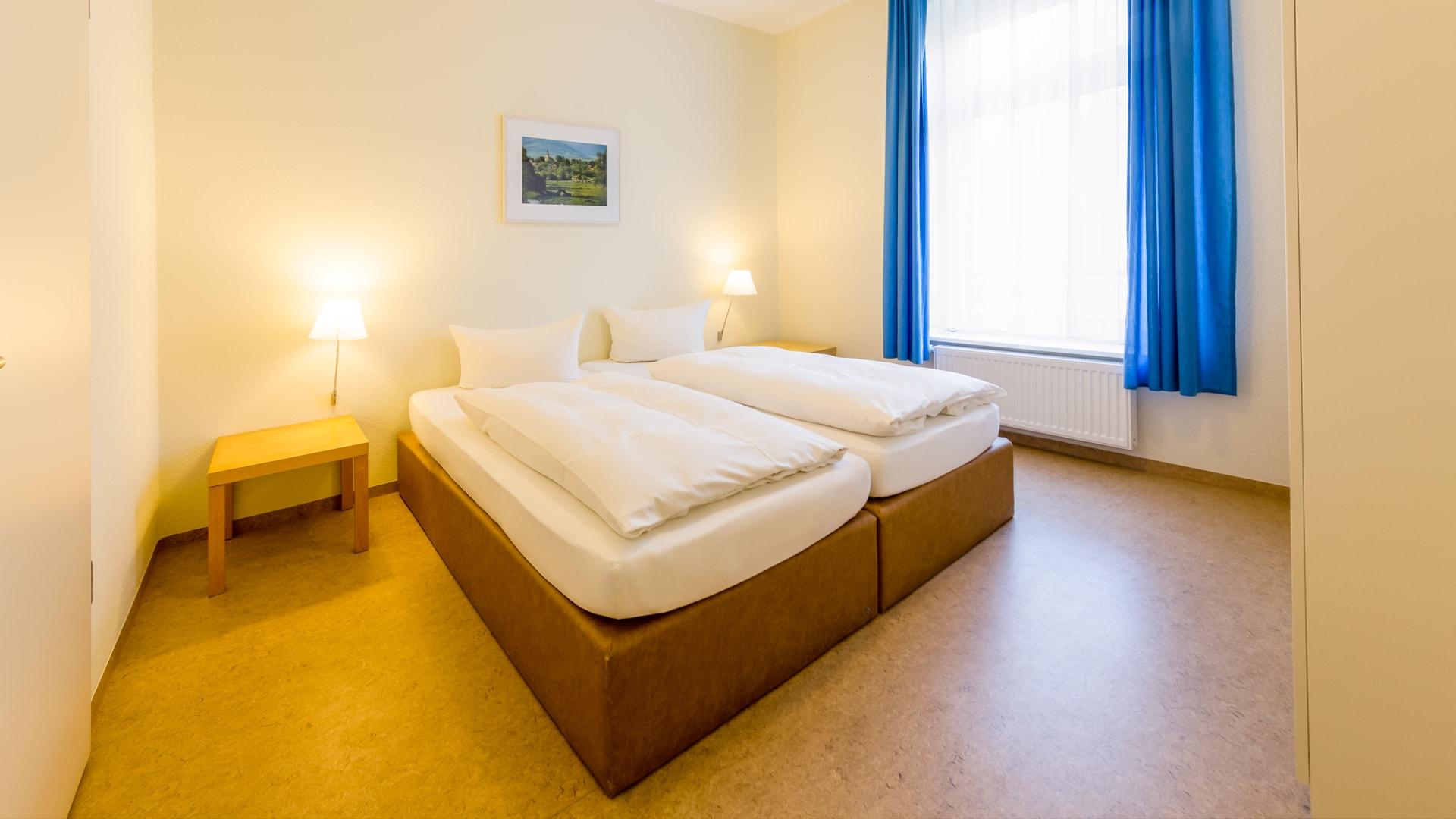 12 Michels_Hotels_Haus_Wilhelm_Augusta_5Raum_Ferienwohnung_Schlafzimmer