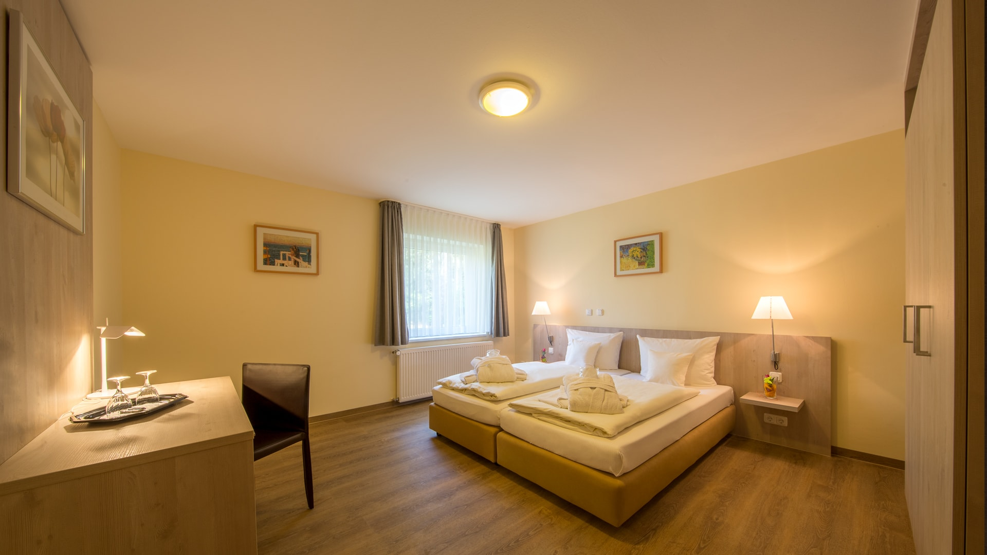 14 Michels_Hotels_Waldresidenz_Bernau_Ferienwohnung_B403_Schlafzimmer