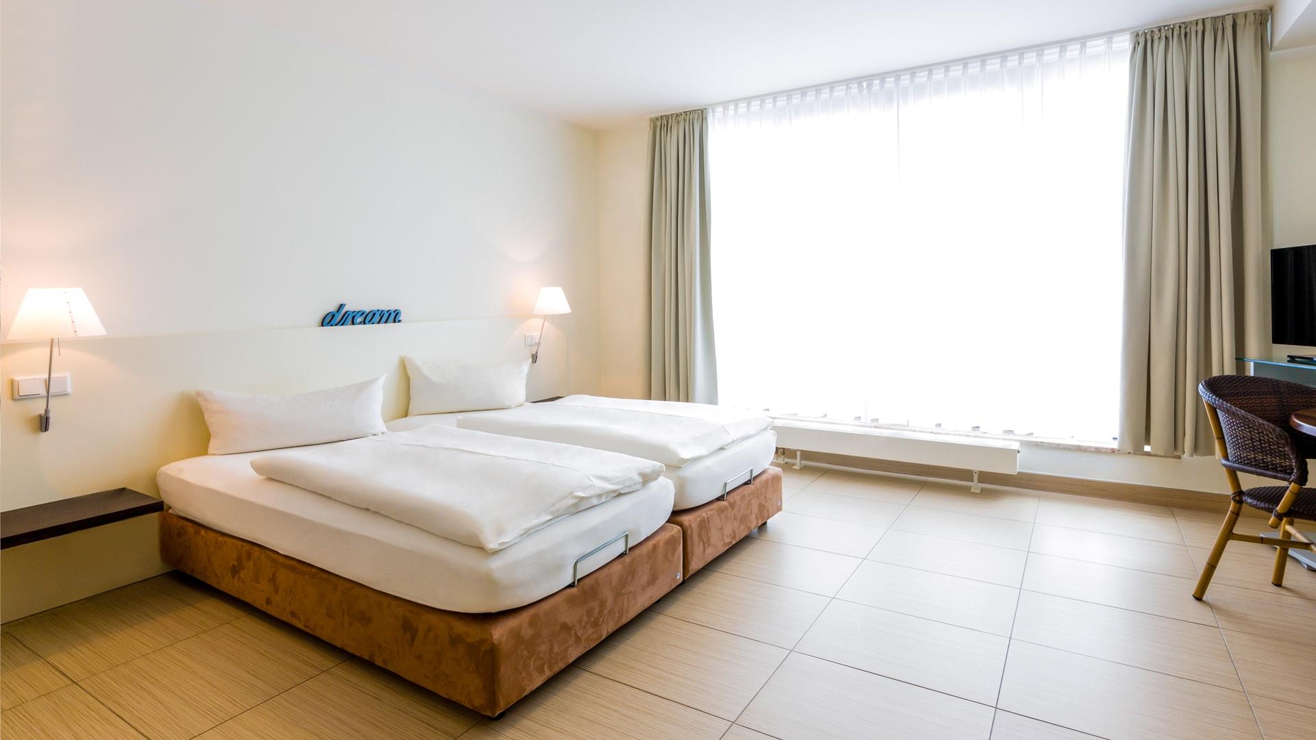 21 Michels_Hotels_Villa_Nordsee_Ferienwohnung_Typ_B2_Schlafzimmer
