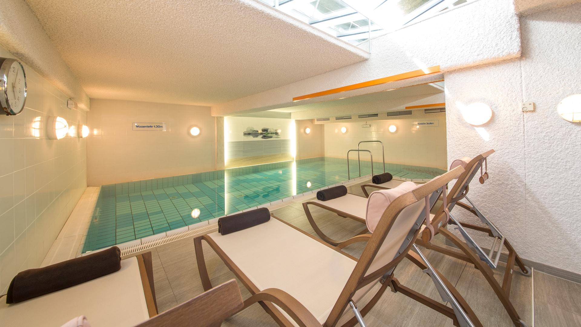 38 Michels_Hotels_Inselhotel_Vier_Jahreszeiten_Wellnessbereich_Pool