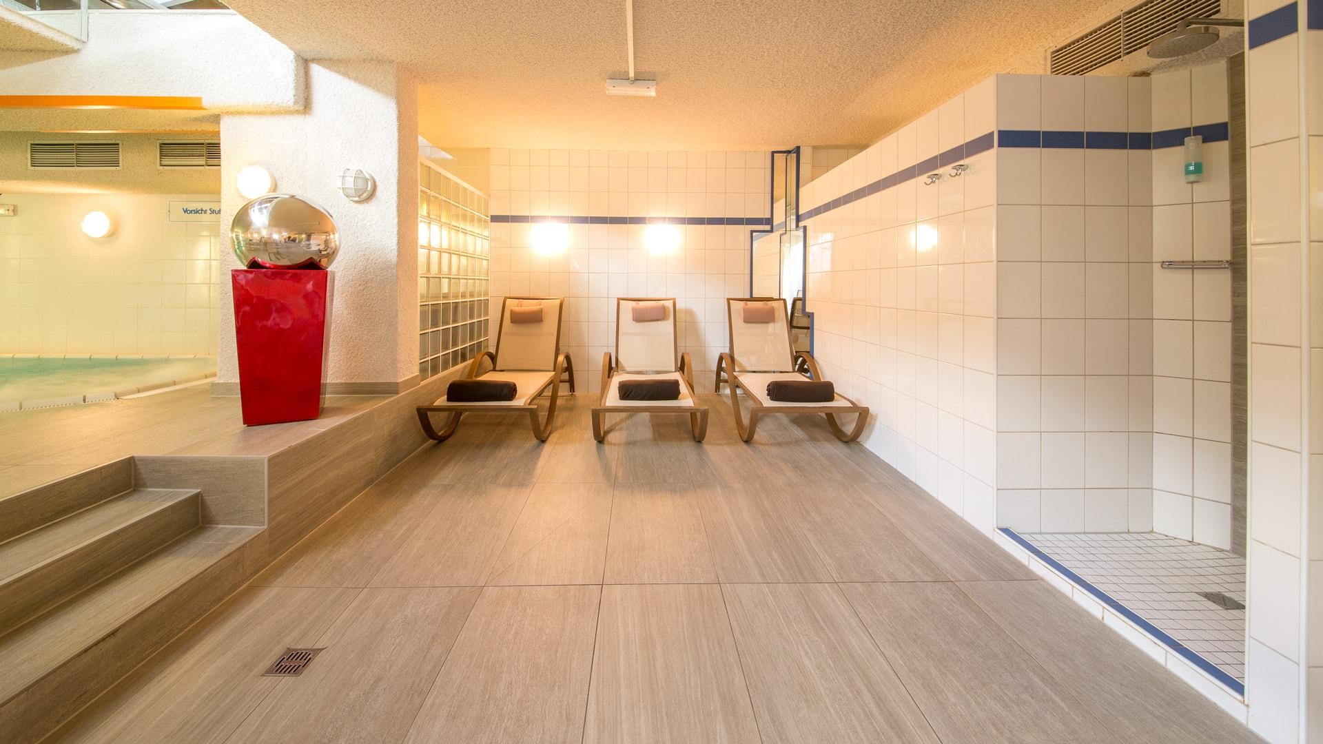 51 Michels_Hotels_Inselhotel_Vier_Jahreszeiten_Wellnessbereich_Am_Pool