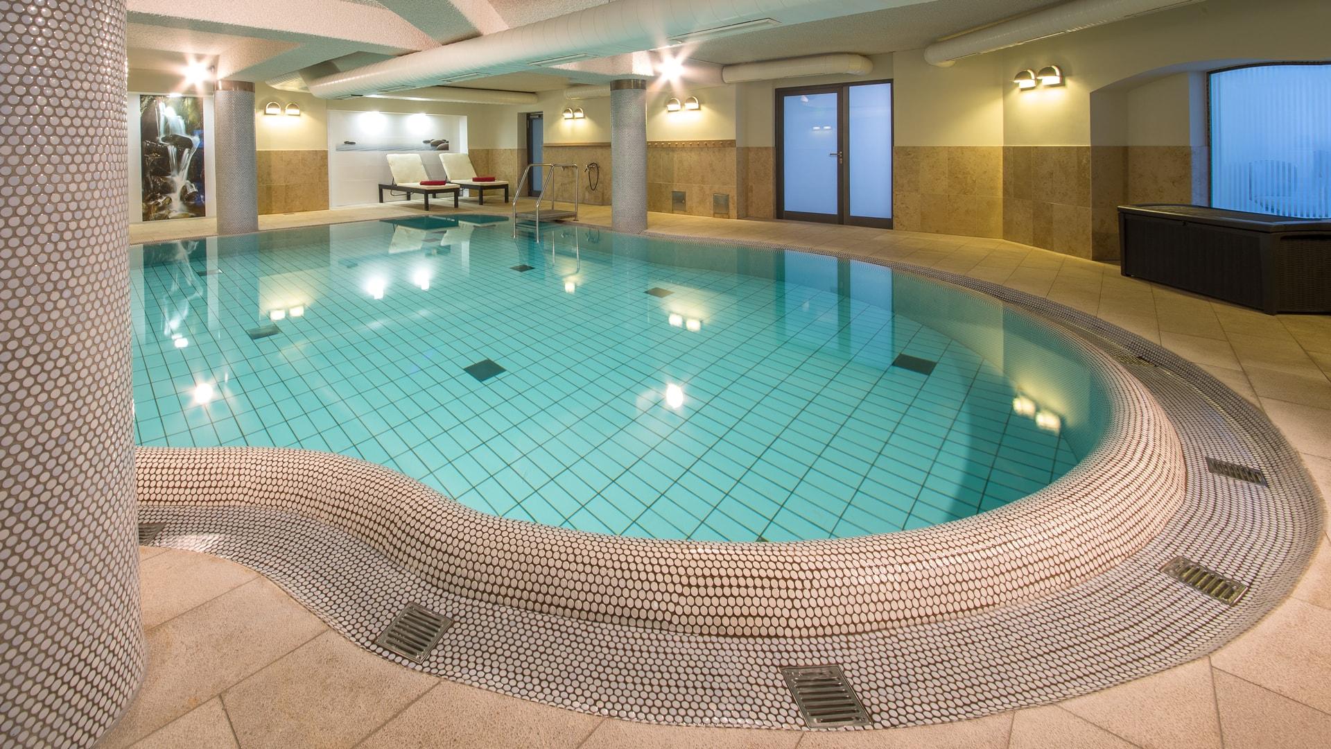 6 Michels_Hotels_Strandhotel_Germania_Wellnessbereich_Pool